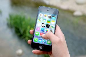 Marcas de tecnologia recorrem à criatividade para combater o vício em smartphones